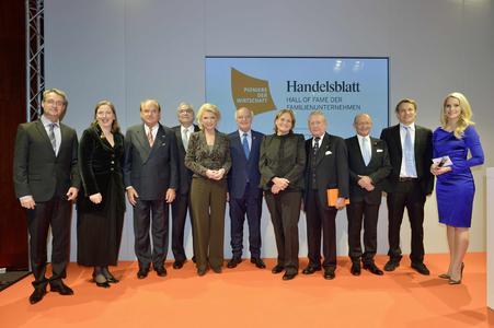 "Die Gewinner der Hall of Fame: Maria-Elisabeth Schaeffler-Thumann (7.v.r.), Hans Peter Stihl (4.v.r.), Michael Popp (3.v.r.) und Gewinner des Preises ""Next Generation"" Oliver Samwer (2.v.r.)"