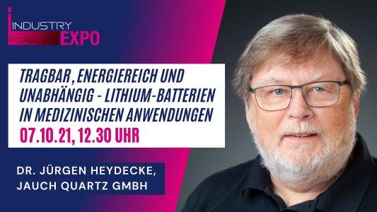 Dr. Jürgen Heydecke, Referent der Jauch Quartz GmbH, spricht während der Industry Forward Expo über Lithium-Batterien in medizinischen Anwendungen.
