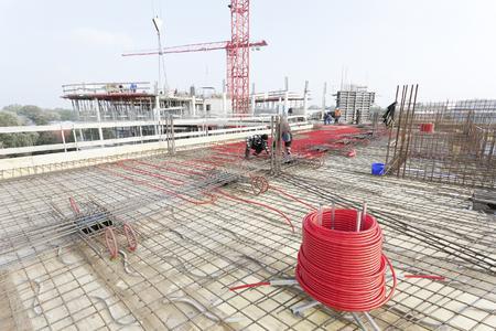 Der Neubau der BSU in Hamburg setzt im Rahmen seines Energiekonzepts auf Betonkerntemperierung im Zusammenspiel mit Geothermie (Bildrechte: REHAU)