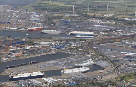 Hochbetrieb herrschte Mitte Juli am Autoterminal Bremerhaven. Sonderschichten bei den Herstellern führten zu einem ungewöhnlichen Engpass im Hafen. Mehrere Schiffe mussten Wartezeiten hinnehmen