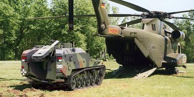Mörserwiesel mit Hubschrauber CH-53