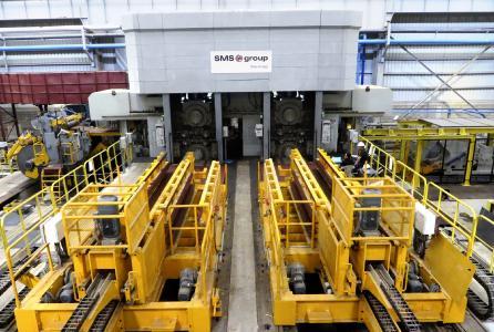 Überblick über die CCM®, die mit zwei Quarto-Walzgerüsten, Ausrüstungen für den Ein- und Auslauf sowie den Walzenwechsel ausgestattet ist