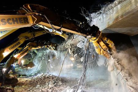 Atlas Copco: Brückenabriss als rasante Höchstleistung