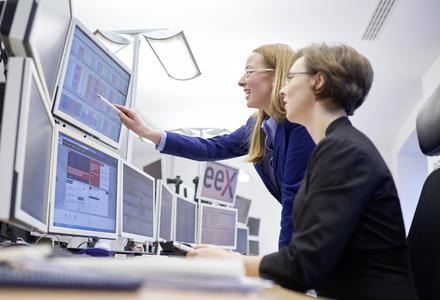 Der KWK-Index an der Strombörse EEX wird im letzten Quartal 2015 nach Prognose des BHKW-Infozentrums wieder leicht steigen.  (EEX-Marktsteuerung © Jeibmann Photographik / EEX AG)