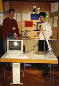 """Matthias Peter (rechts im Bild) und sein """"Jugend forscht""""-Teampartner Heiko Steigerwald beim Wettbewerb 1992 in Würzburg"""