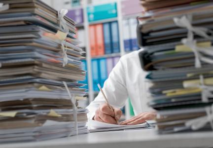 Der administrative Aufwand für Anmeldung, Zulassung und die wiederkehrenden Meldungen wird für Betreiber von KWK-Anlagen immer umfangreicher. (Quelle: AdobeStock; Copyright: Hasselblad H5D)