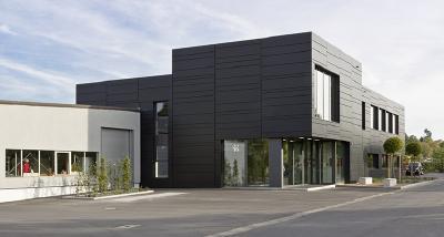 Das kubistische Design und die minimalistische Architektur schaffen Raum für kreative Verpackungsentwicklung.