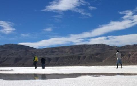 Auf einem Salar in Argentinien; Foto: Portofino Resources