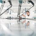 Hochflexible Robotersysteme zur schnellen Handhabung von empfindlichen Teilen.Bild: Manz