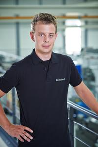 "C 2: Thomas Lender, head of injection moulding at toolcraft: ""The new equipment enables effective plastics processing using an environmentally friendly method""."