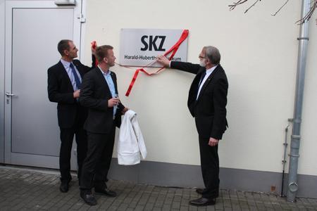 SKZ Institutsdirektor Prof. Dr.-Ing. Martin Bastian, Standortleiter Thoralf Krause und Geschäftsführer Dr.-Ing. Peter Heidemeyer eröffneten das neue Faserverbund-Technikum am SKZ Standort Halle