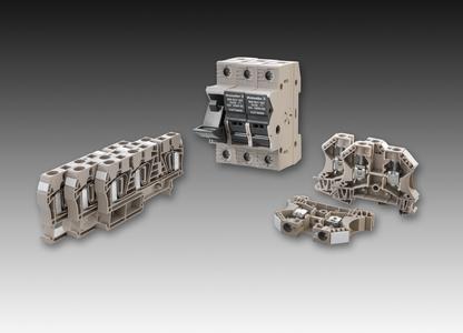 Weidmüller Reihenklemmen: Für 1.000 V DC-Anwendung bietet Weidmüller ein umfassendes Reihenklemmenprogramm an. Abgebildet: die Sicherungsklemmen WSI 25/1 (Mitte), die Durchgangsklemmen ZDU 6/3AN (links) und WDU 6 (rechts)