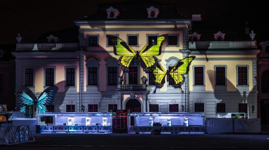 Großflächiges Videomapping beim Electrique Baroque Festival im Schlosshof Ludwigsburg
