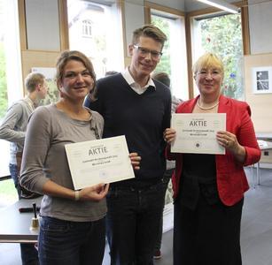 V. l. n. r.: Franziska Beier (Valentin-Traudt-Schule), Manuel Kripp (Micromata-Vertreter), Kirsten Kechel (Friedrichsgymnasium)