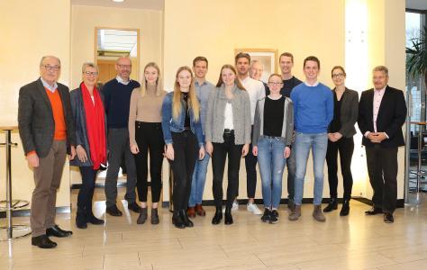 Remmers reagiert erfolgreich auf den Fachkräftemangel und gratuliert den nun ausgelernten jungen Menschen, Bildquelle: Remmers, Löningen
