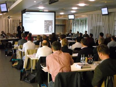 Viele Besucher beim Seminar über innovative Verbindungselemente