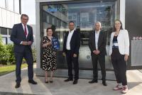 Professor Dr. Stephan Wimmers, Katja Dörner, Guido Degen, Thorsten Wieres (Plant Direktor GKN Bonn/Radevorwald), Wirtschaftsförderin Victoria Appelbe (von links).