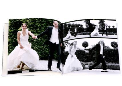 Die Kombination aus schwarz-weißen und bunten Aufnahmen macht das CEWE FOTOBUCH besonders abwechslungsreich