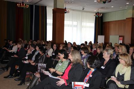 """Wohin geht der Weg für Frauen in IT-Führungspositionen? Darüber informierten sich 140 Teilnehmerinnen auf dem Fachforum """"Women in Digital Business"""" 2016 (Foto: Vogel IT-Akademie)"""