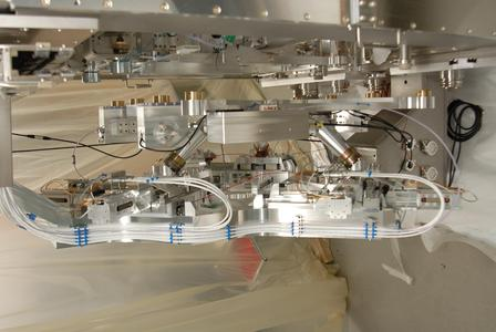 For the first time, parallel kinematics from PI miCos were integrated in a fully automated production process / photo: PI miCos