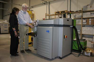 The station fastBook from Imaging Solutions for the automatic production of book blocks with lay-flat binding for ideal flatness