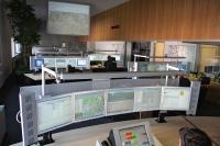 Blick in die Leitstelle der Feuerwehr Essen. Die gesamte Leitstellentechnik wird seit April 2019 mit CKS Software modernisiert / Foto: Feuerwehr Essen/Mike Filzen