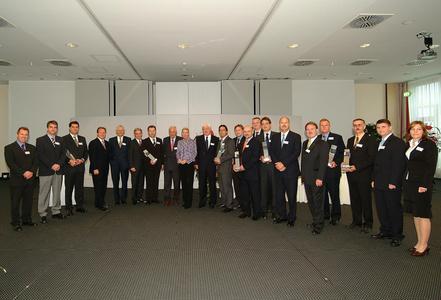 Partner Maria-Elisabeth Schaeffler (center), Dr. Juergen M. Geissinger, President and CEO (4th from left) and Dr. Gerhard Schuff, Senior Vice President Schaeffler Purchasing (6th from left)