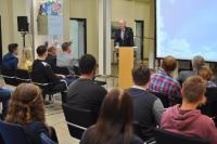 Norbert Rethmann begrüßt die neuen Auszubildenden im Lippewerk