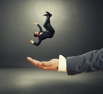 Im freien Fall: Wer bei der Entwicklung nicht die aktuellen Stolperfallen kennt, dem droht eine harte Landung