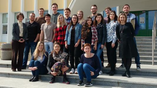 Die Studierendengruppe der Hochschule Bremen mit Prof. Dr. Martina Röhrich (ganz links im Bild)