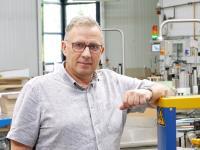 Produktionsleiter, Dirk Sölle, In der Abfüllhalle der CTP GmbH in Leutenberg.