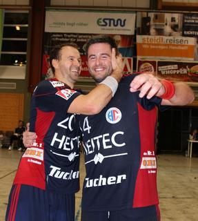 (Foto: © hl-studios, Erlangen) Routinier Daniel Pankofer und HC Erlangen-Neuzugang Rasmus Hansen (rechts) waren die Garanten für den knappen Sieg