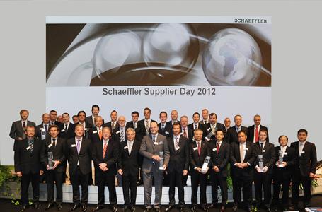 Schaeffler hat seine 16 weltweit besten Lieferanten mit dem Schaeffler-Lieferantenpreis 2012 ausgezeichnet