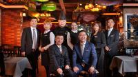 Koch und Management Team des Restaurants St. Louis in Xìan, China