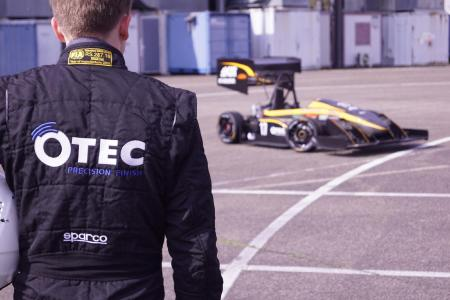 Sponsored by OTEC: Rennwagen von KA-RaceIng