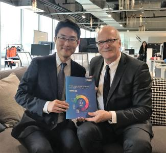 (left to right) Mr. Peter Moonki Hong, Samsung Electronics and Mr. Thomas Hahn, Siemens, OPC Foundation Board