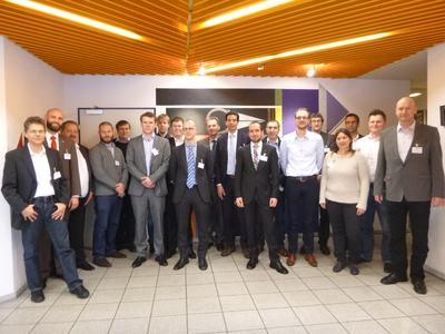 20 Fachleute der Arbeitsgruppe Werkzeug- und Formenbau des Carbon Composites e.V. (CCeV) trafen sich bei der Georg Kaufmann Formenbau AG in Busslingen/Schweiz zu einer länderübergreifenden Sitzung