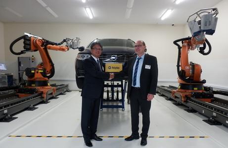 Polytec-Geschäftsführer Dr. Dietmar Gnass mit Polytec Japan-Geschäftsführer Michitaka Fujita