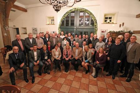 Remmers ehrte eine Rekordzahl an Jubilaren. Zusammen erreichen die Kolleginnen und Kollegen mehr als 1.000 Jahre Betriebszugehörigkeit / Bildquelle: Remmers, Löningen