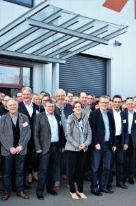 … bei der Roto Dach- und Solartechnologie GmbH (www.roto-frank.com) in Bad Mergentheim zu Gast, um gemeinsam einen Blick in die Zukunft des Holzbaus zu werfen. … (Foto: Achim Zielke für den DHV, Ostfildern; www.d-h-v.de)