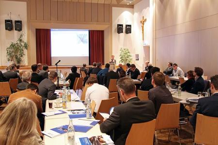 120 Fachbesucher trafen sich in Augsburg, um die Fortschritte der MAI-Carbon-Projekte besser kennen zu lernen