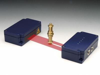 Kompakt in den Abmessungen und zuverlässig im Betrieb sind die Laserlichtschranken von LASER COMPONENTS