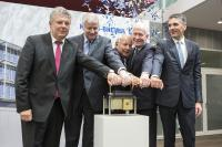 The Knorr-Bremse Development Center in Munich was officially opened on June 23, 2016 by the Mayor of Munich Dieter Reiter, Bavarian Minister President Horst Seehofer, the company's proprietor Heinz Hermann Thiele, architect Prof. Gunter Henn and Knorr-Bremse's CEO Klaus Deller (from left) / © Knorr-Bremse