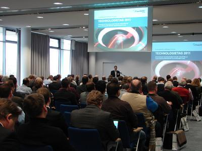Michael Sackewitz, Leiter der Geschäftsstelle der Fraunhofer-Allianz Vision, eröffnet im November 2012 den Technologietag in Magdeburg, Quelle: Fraunhofer-Allianz Vision