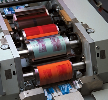 OC 200's printing unit: Screen roller with ink chamber, ink transfer roller, plate cylinder, and blanket cylinder