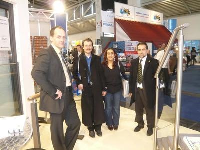 Herr Abel (im Bild links) im Kundengespräch