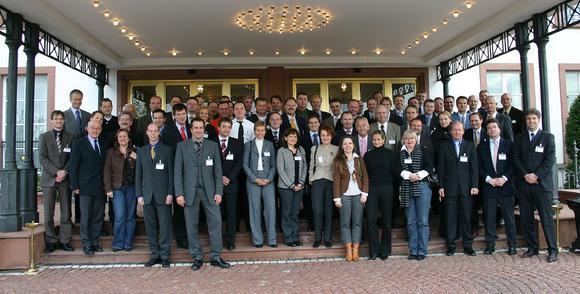 """Zirkonoxid-Technologie """"state of the art"""": Alles, was Rang und Namen hat, fand sich zum Cercon-Symposium im November 2007 auf Schoss Reinhartshausen ein."""