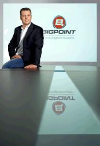 Heiko Hubertz mit Bigpoint Logo