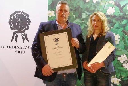 Der glückliche Gewinner Reinhold Borsch mit seiner Frau Sonja bei der Preis-Verleihung des goldenen Giardina Show Awards (Foto: Matthias Schütz)