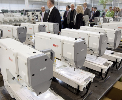 Guests from politics and business at a factory tour